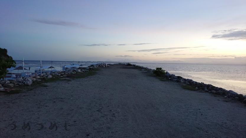 夕暮れのマヤ港